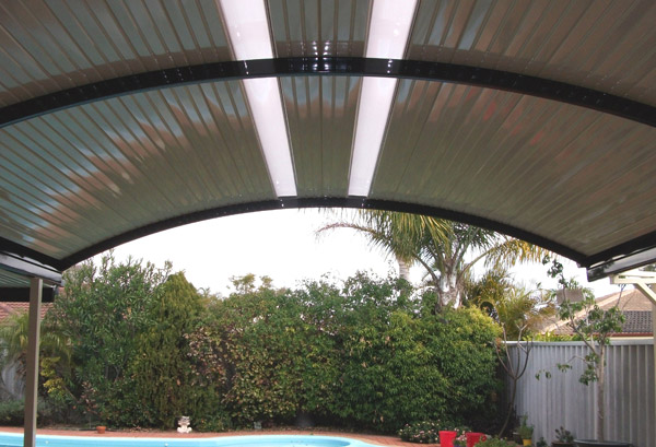 curved-patio-stratco-outback-carport
