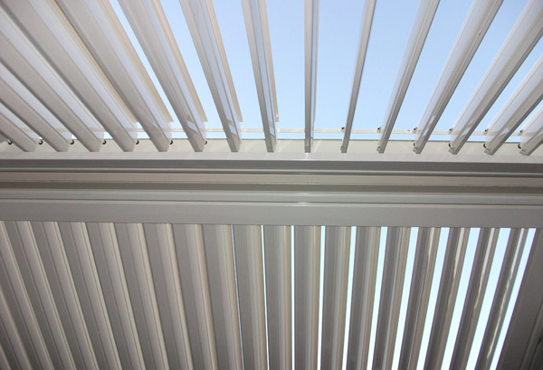 stratco-outback-sunroof-patio
